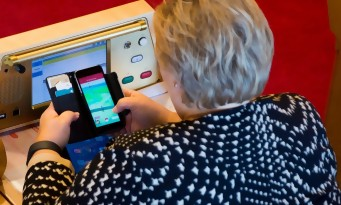 Pokémon GO : le Premier Ministre norvégien pris en pleine partie de Pokémon Go à l'Assemblée !